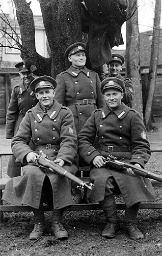 Pattern 1914 Enfield - Conscripts of the Estonian Sakala Partisan Battalion with P14 rifles in 1939 or 1940.