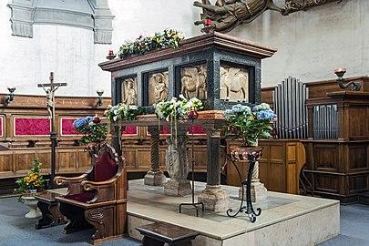 Santa Giustina (Padua) - Chapel of Saint Luke - Tomb of Luke the Evangelist (front)