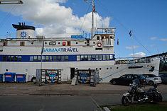 Schleswig-Holstein, Hochdonn, Fähranleger am N-O-Kanal; das Motorschiff Brahe lag dort als Hotelschiff für Wacken Open Air 2015 NIK 5409.jpg