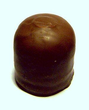 Chocolate-coated marshmallow treats - Image: Schokokuss 2