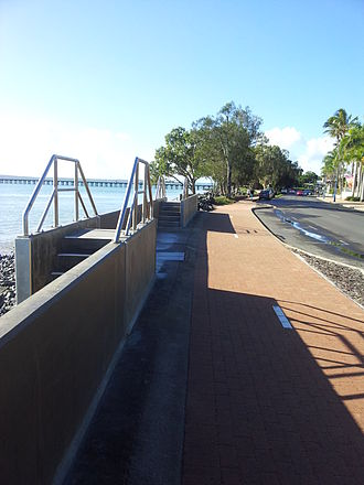 Hervey Bay - Urangan Seawall and Urangan Pier in the background