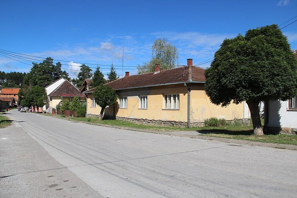 Selo Valjevska Kamenica - opština Valjevo - zapadna Srbija - centar sela 2