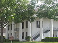 Shade trees about Claiborne Parish courthouse IMG 3901.JPG