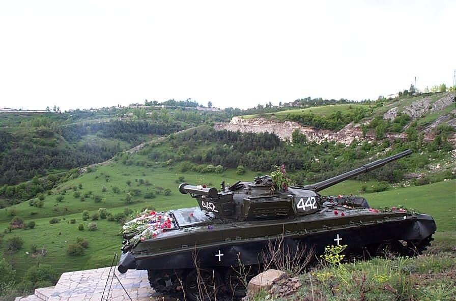 Shushi tank memorial-DCP 3043