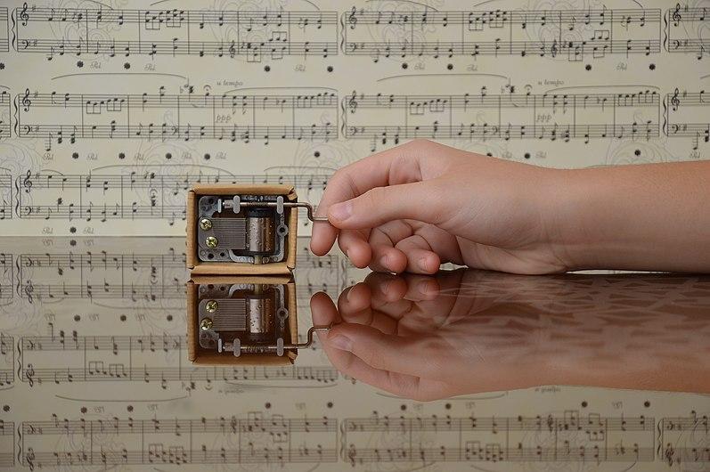 Small music box.jpg