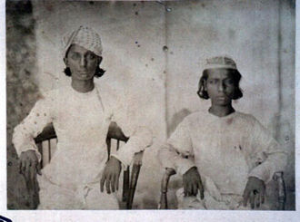 Bahadur Shah Zafar - Sons of Bahadur Shah Zafar. On the left is Jawan Bakht, and on the right is Mirza Shah Abbas.
