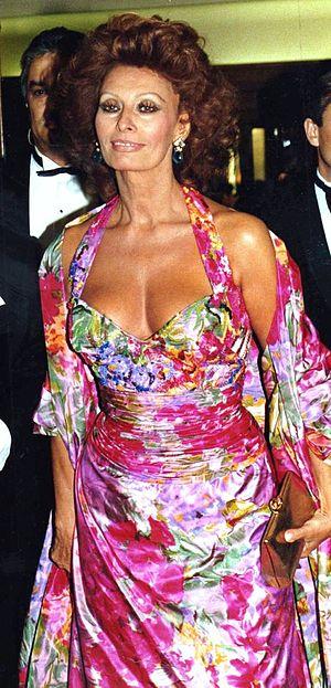 English: Sophia Loren in Paris at the César aw...