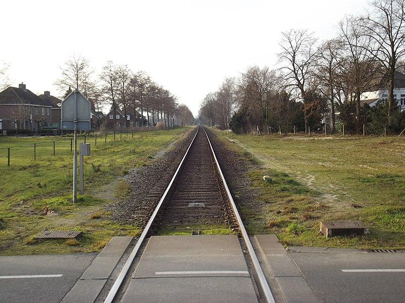Spoorlijn Hamont - Budel gezien vanaf spoorwegovergang Budel-Schoot richting België.