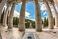 Staglieno Colonne Pantheon 2.jpg