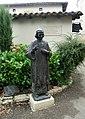 Statue du curé d'Ars devant le presbytère du curé d'Ars.JPG