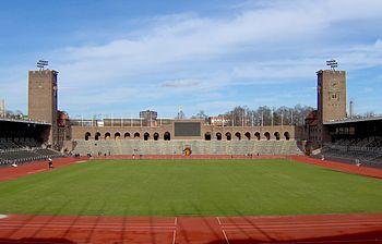 Stockholms stadion, dagens udseende, vy mod nord (venstre) og vy mod syd.