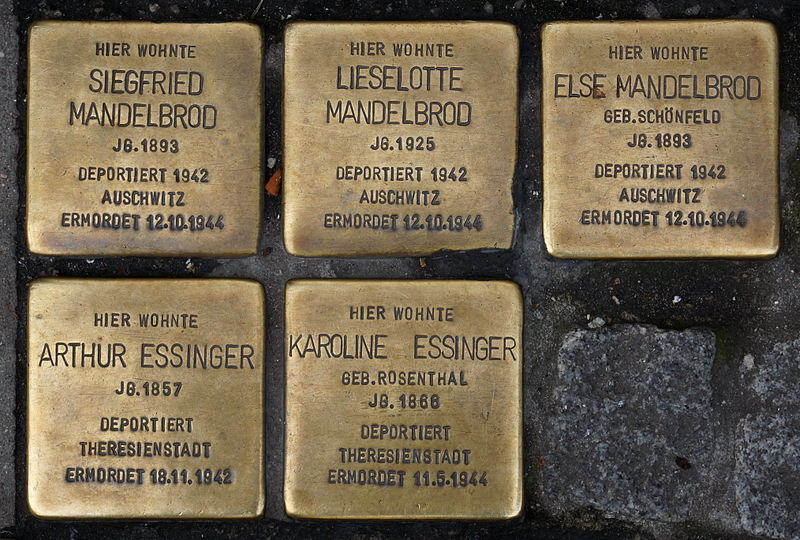 File:Stolpersteine - Stuttgart - Sophienstraße 33 - Siegfried, Lieselotte, Else Mandelbrod + Arthur, Karoline Essinger.JPG