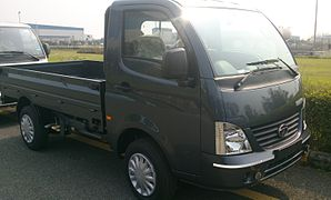 Front three-quarters view of a Tata Super Ace