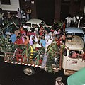 Surinaamse onafhankelijkheid feestende Surinamers op vrachtauto, Bestanddeelnr 254-9797.jpg