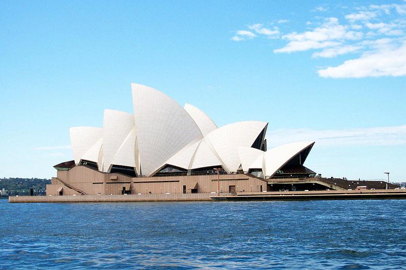파일:SydneyOperaHouseFromRivercatFerry.jpg