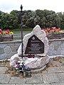 Szczawnica - pomnik papieski nad Dunajcem.jpg