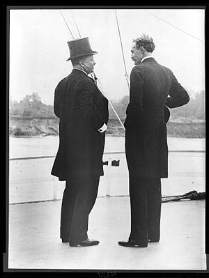 Inland Waterways Commission - Roosevelt and Gifford Pinchot on the deck of the Mississippi in 1907 during the Inland Waterways Commission inspections