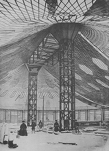Строительство овального павильона с сетчатым стальным висячим покрытием для Всероссийской выставки 1896 года в Нижнем Новгороде, фотография А.О.Карелина, 1895