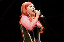 Kate Pierson med nastopom z The B-52s