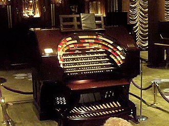 Nethercutt Collection - Image: The Mighty Wurlitzer theatre organ, Nethercutt Collection