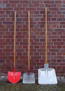 220px-Three_shovels.JPG