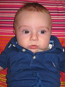 Un bambino di tre mesi