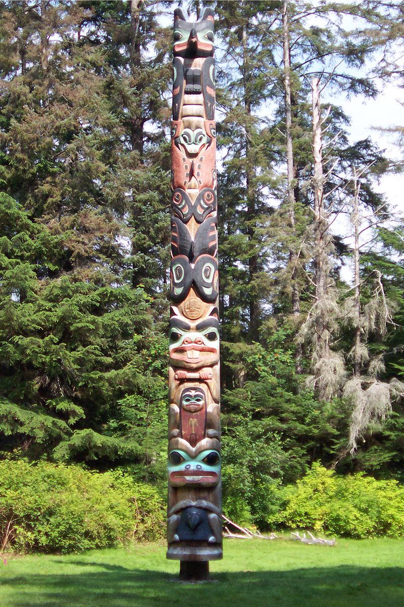 Tlingit K%27alyaan Totem Pole August 2005.jpg