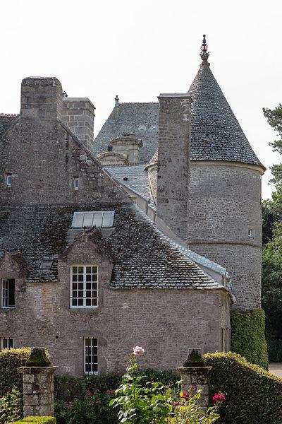 Français:  Toitures du château de Tocqueville à Tocqueville (France).