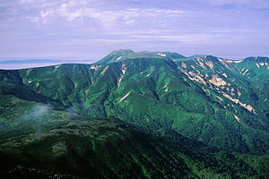 Mount Tomuraushi (Daisetsuzan) - View of Mount Tomuraushi from Mount Chūbetsu (August 2006)