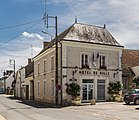 Town hall of Nouans-les-Fontaines.jpg