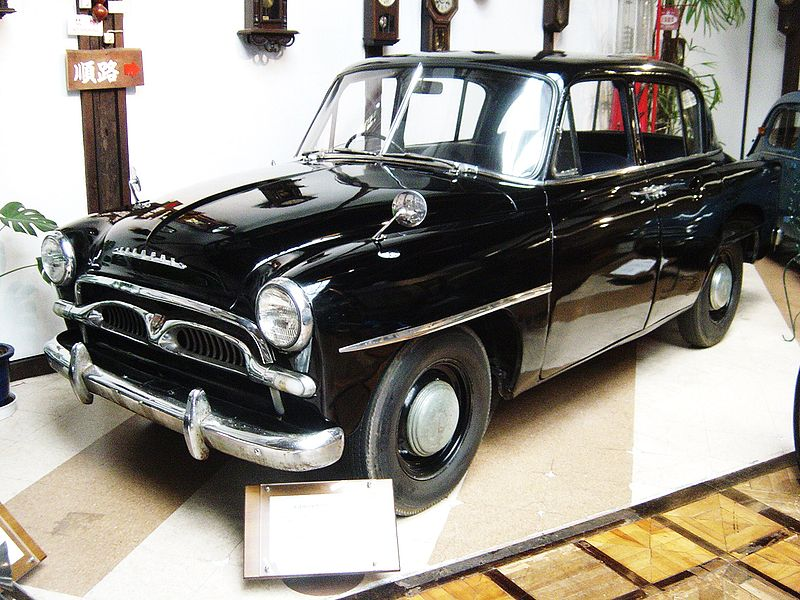 https://upload.wikimedia.org/wikipedia/commons/thumb/2/27/Toyota-crown-1st-generation01.jpg/800px-Toyota-crown-1st-generation01.jpg