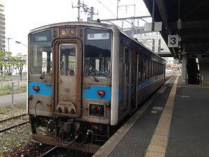 Train of Gotoji Line stopping at Shin-Iizuka Station.JPG