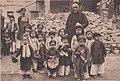 Trang phục mùa đông của trẻ em miền Bắc Việt Nam đầu thế kỷ 20, thời Nguyễn.jpg