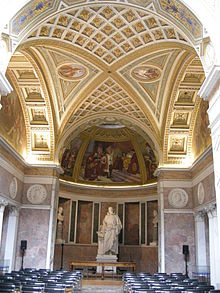 A room with a domed roof supported by round arches. The room beyond the facing arch has frescoes on the wall and a white marble statue of Galileo, also facing the viewer.