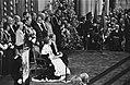Troonswisseling 30 april , inhuldiging in Nieuwe Kerk Koningin Beatrix leest T, Bestanddeelnr 930-8045.jpg