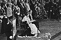 Troonswisseling 30 april , inhuldiging in Nieuwe Kerk Koningin Beatrix leest T, Bestanddeelnr 930-8046.jpg