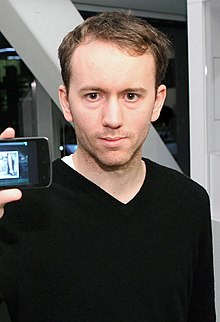Tyler Shields with LG 'Nitro HD'.jpg