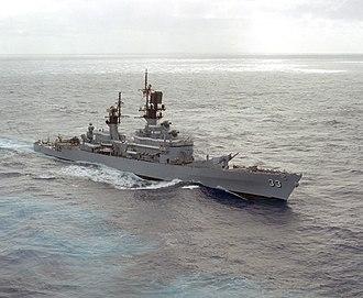 USS Fox (CG-33) - Image: USS Fox (CG 33) underway in the Pacific Ocean on 16 December 1988 (6483087)
