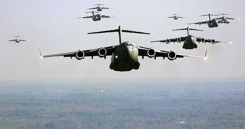 Fichier:US Air Force C-17 Globemaster III formation.jpg