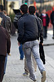 Un homme courant dans une rue de Rennes.jpg
