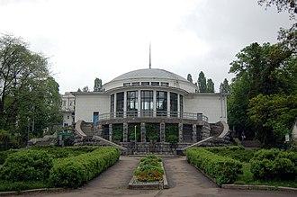 Universytet (Kiev Metro) - Universytet station's vestibule is recognised as an outstanding architectural monument of Kiev.