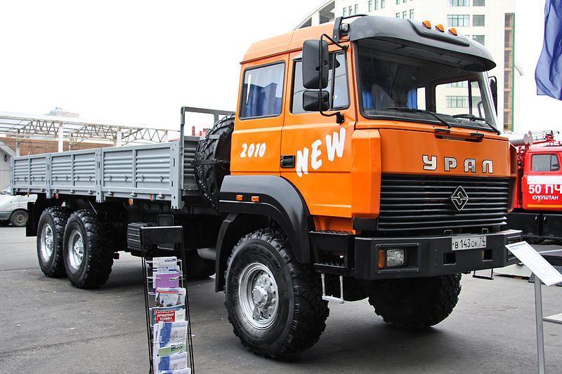autocarro sovietico ural musone 800px-Ural-4320-3951-58_truck_in_Russia_%282%29