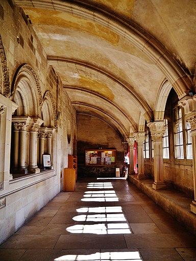 Vézelay Basilique Ste. Marie Madeleine Kreuzgang 5