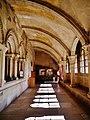 Vézelay Basilique Ste. Marie Madeleine Kreuzgang 5.jpg