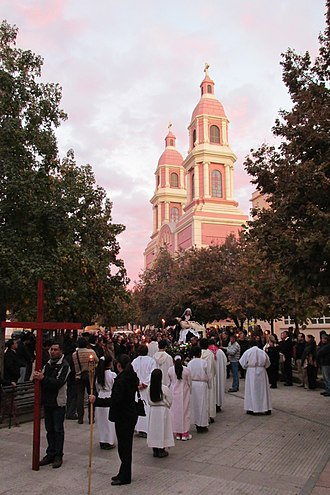 Rancagua - People of Rancagua in the Stations of the Cross ceremony.