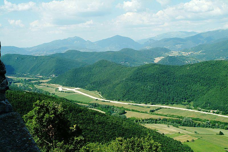 File:Valle del Velino a Piè di Moggio (34268600356).jpg