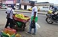 Vendeur ambulant de pommes.jpg