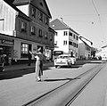 Verkeersagente in een straat in Schaffhausen, Bestanddeelnr 254-1804.jpg