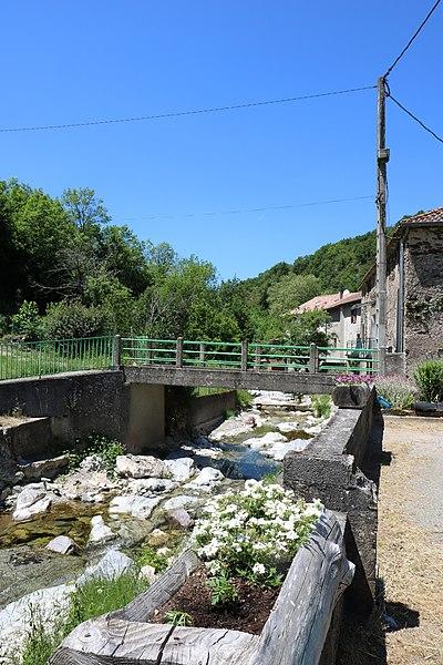 Verreries-de-Moussans (Hérault) - passerelle sur le Thoré