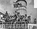 Vertrek contingent padvinders van Rotterdam met Groote Beer naar Jamboree in Can, Bestanddeelnr 907-2707.jpg